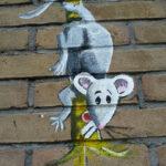 Een klein detail van een muurschildering buiten op de Schepershoek
