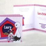 Vierkant geboortekaartje met getekende ooievaar