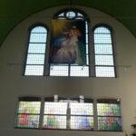 Alle tekeningen bij elkaar en de banner in de Pauluskerk in Breukelen